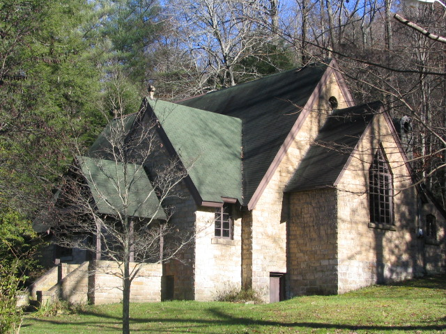 Pine Mountain Settlement School Chapel 36 Highway 510  Pine Mountain, KY 40810  606-558-3571 or 3542  Pine Mountain Settlement School offers beautiful accommodations for your wedding.  http://www.pinemountainsettlementschool.com/weddings.php