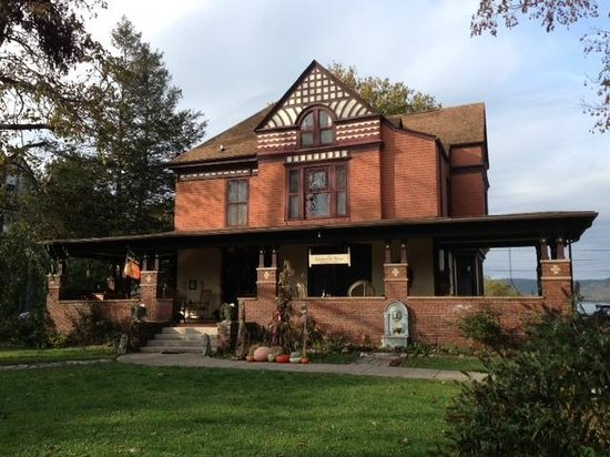 The Cumberland Manor Bed and Breakfast, Middlesboro, KY