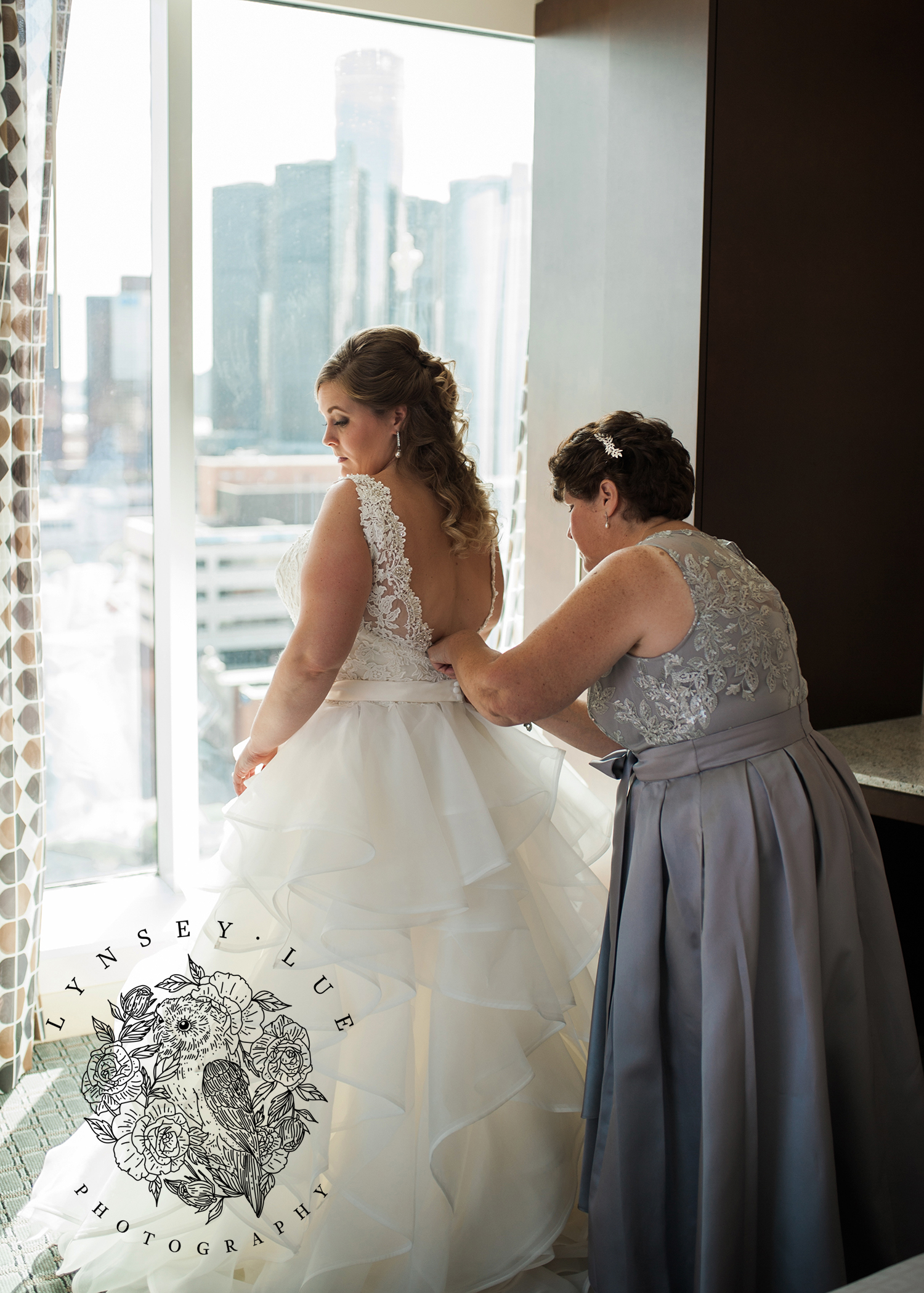 downtown detroit wedding.jpg