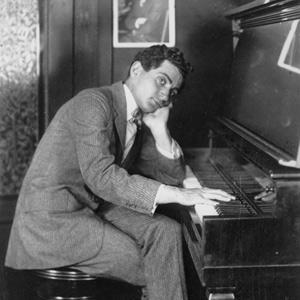 Irving-Berlin-at-piano-1914.jpg