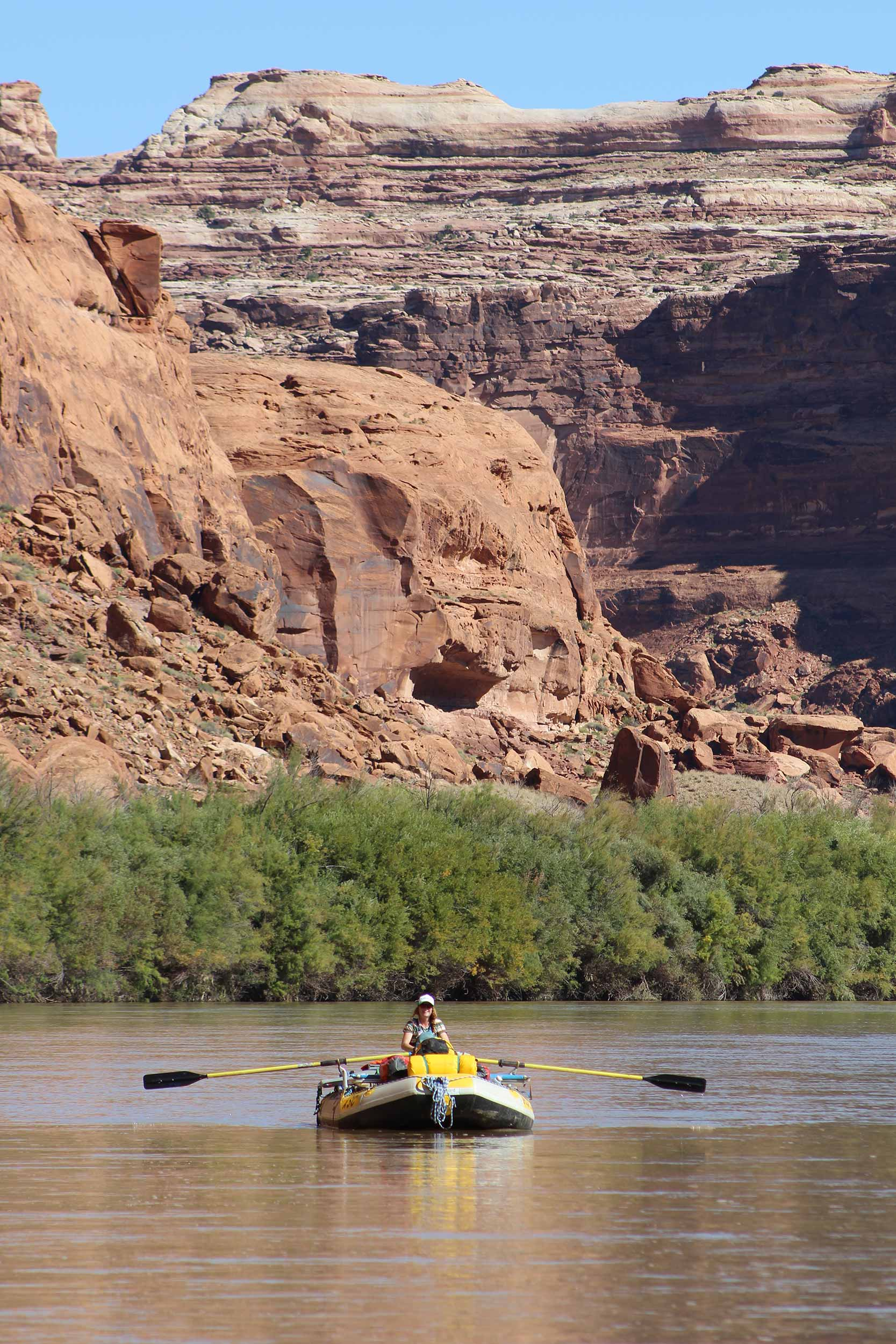 rowing-raft-in-canyon.jpg