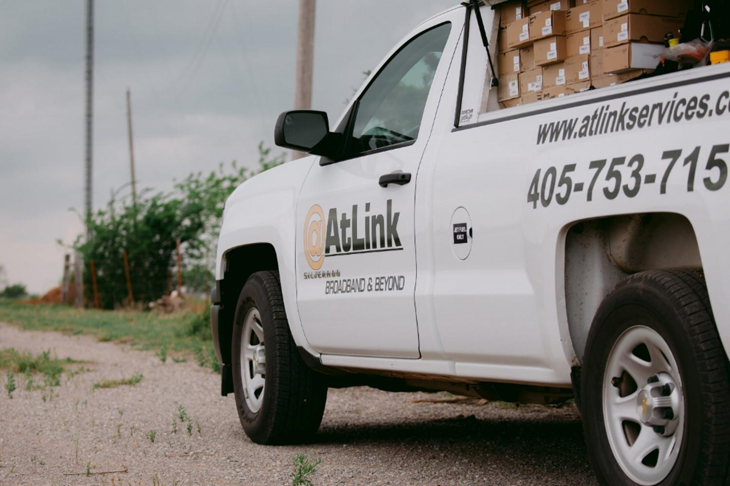 AtLink-truck-parked-on-the-road-side.jpg