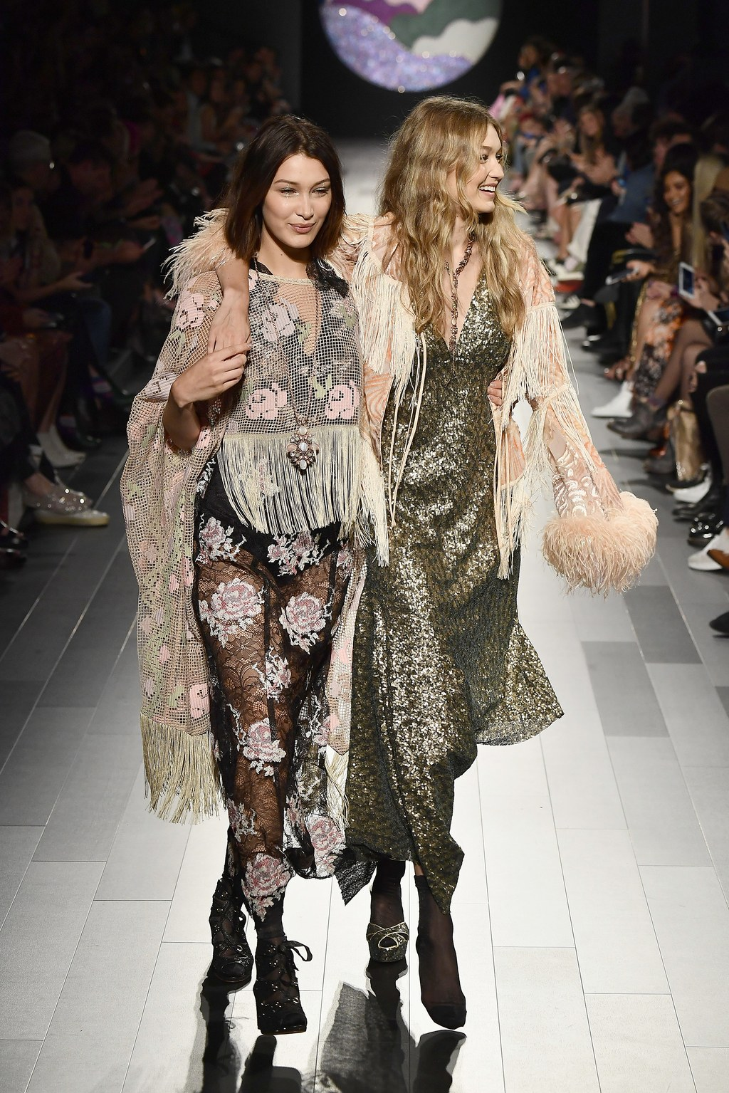 2. NYC Fashion Week Duo - Watching a sister (literally, a sister!) help another sister out,when she's experiencing a wardrobe malfunction, is something we can't get enough of! That's a true Haute Shot Cool Girl moment!