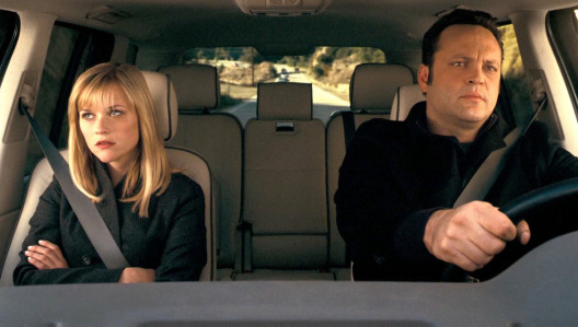 four-christmases-reese-witherspoon-vince-vaughn-car.jpg