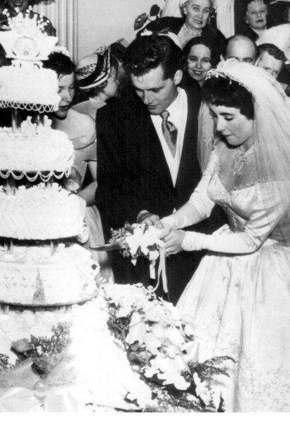 Elizabeth-Taylor-wedding-cake-413x620.jpg