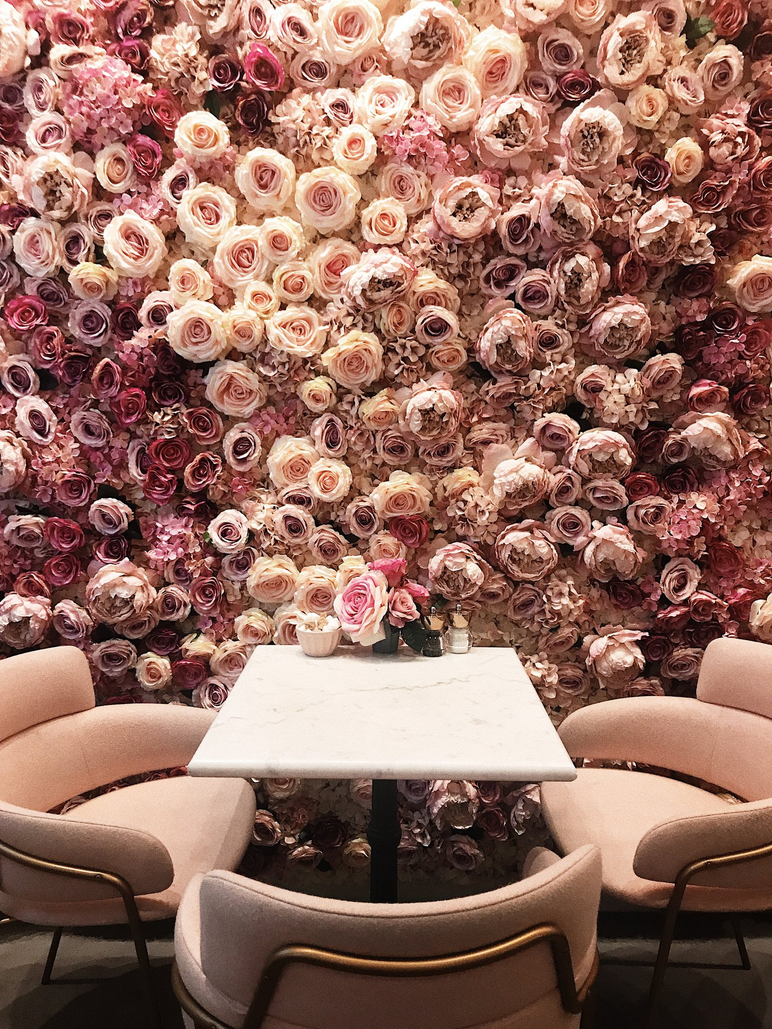 EL&N Café - 9 Market Place, Oxford Circus, Flagship w/ Multiple locationsEat, Live, and nourish! Founded in 2017 by Alexandra Miller, EL&N has multiple locations and is known for it's iconic flower walls, use of pink hues, and alternative lattes! Pop into one of these pretty destinations for a morning or afternoon pick me up!