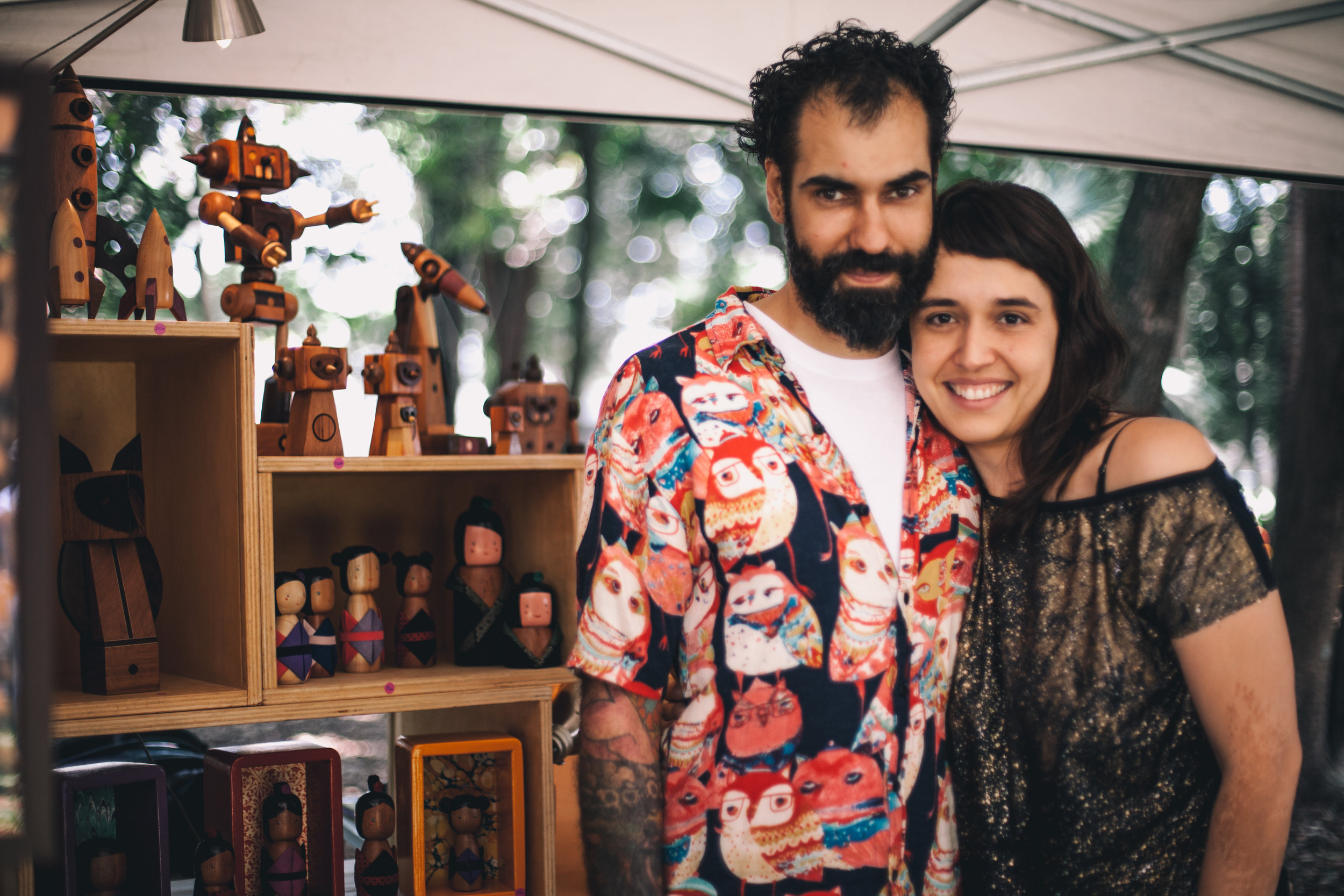 Eduardo e Natália são os artesãos por trás das peças lúdicas e exclusivas da Popoke  (foto Gleice Bueno)