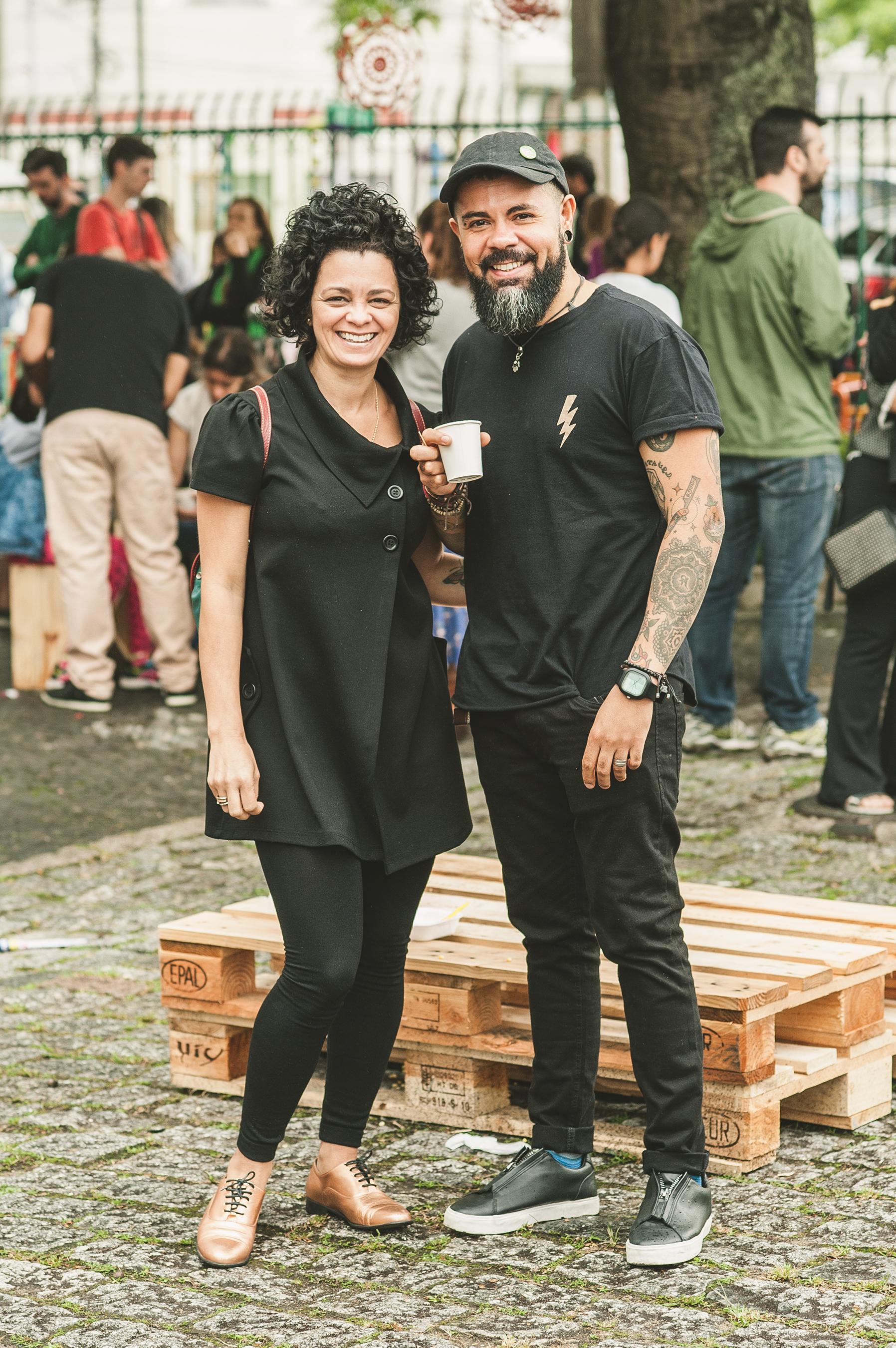 Nem a garoa impediu a massoterapeuta  Cida Ramo s e o designer  César Bomfim  de sair de casa para curtir o domingo no #MANUALnaPinacoteca. Aproveitaram o clima para degustar o cafezinho caprichado do OCabral.