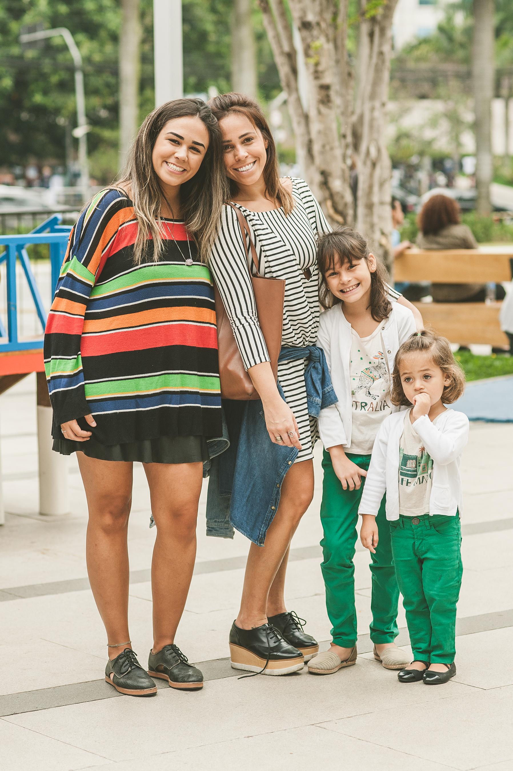Teve a família maravilhosa da  Roberta Monteiro , que levou a tia,  Karina Olaia  e as fofuras  Helena  e  Olívia Monteiro  para curtir o fim de semana no festival. Sobrinha e tia amaram as peças da Eulíricas, já as pequenas se jogaram foi no parquinho Erê Lab.