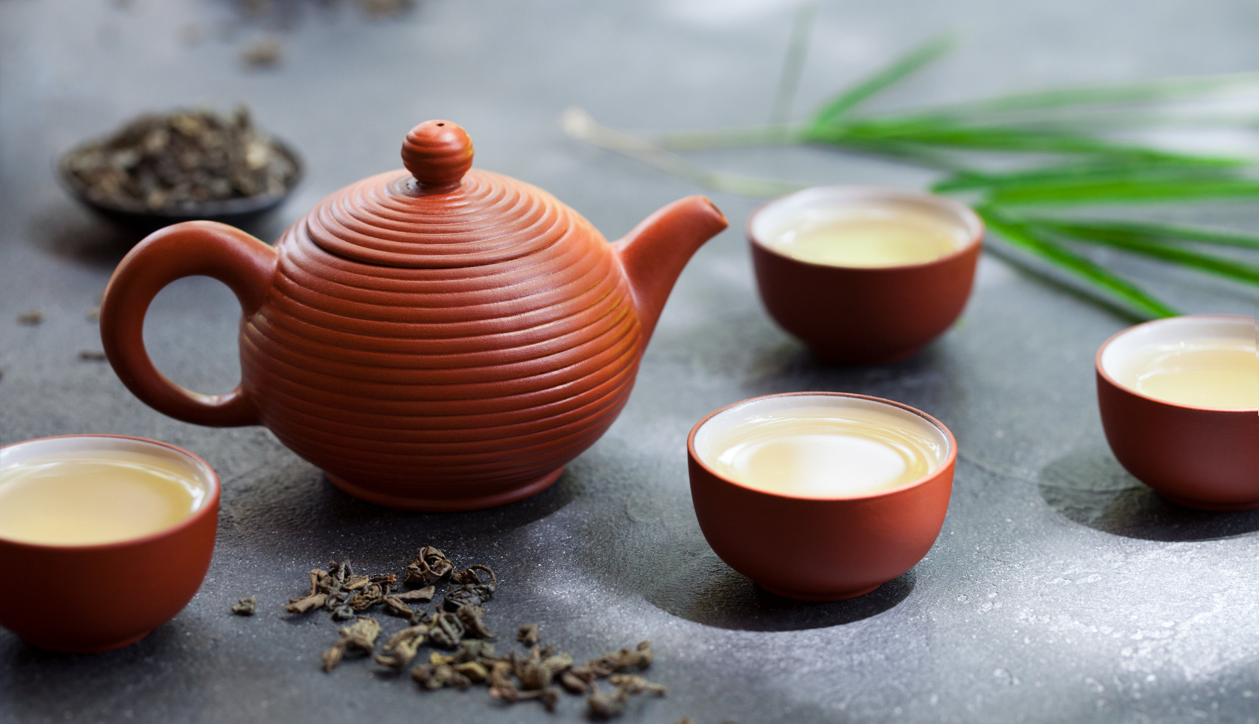 green-tea-in-tea-pot-and-bowls-cups-on-slate-3WEGYTP.jpg