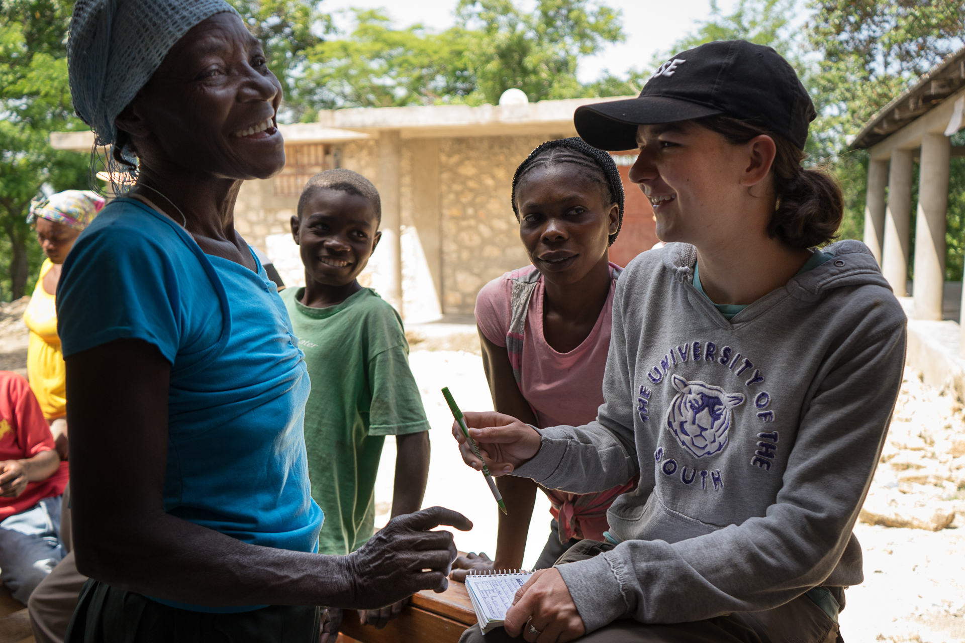 Students from Sewanee provide Payment for Ecosystem Services to family farmers.