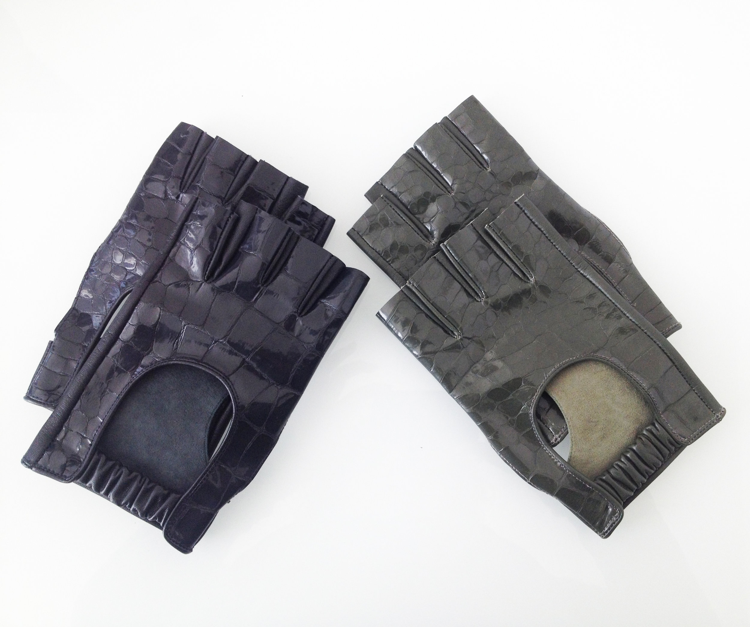 Short Men Gloves   Colors available Black/Green One size Original Price 130€ | Discount Price 65€ Ref. LCFW15HL02