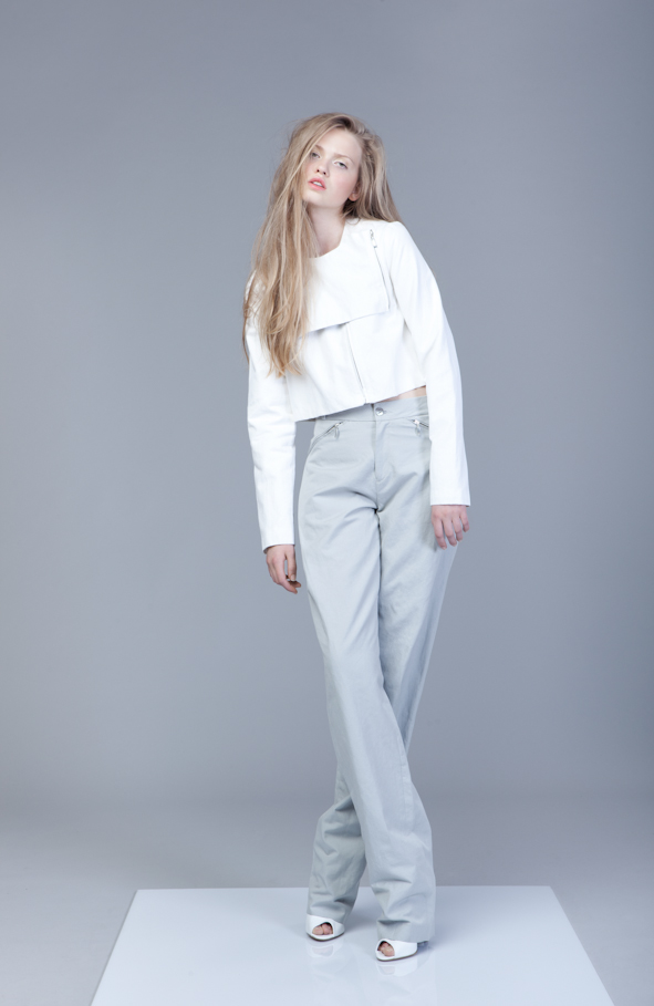 Grey Pants with zippers   One size available 36. Original Price 115€ | Discount Price 34,50€ Ref. LCSS1439