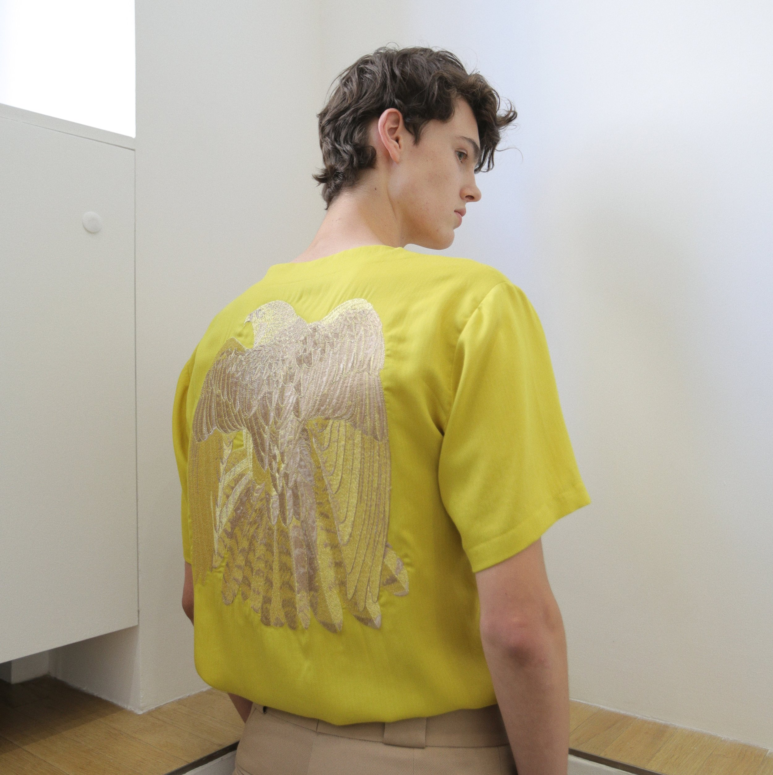 embroidery back yellow tshirt  One available sizes 40 Original Price 285€ | Discount Price 114€ Ref. LCss18m19-f14