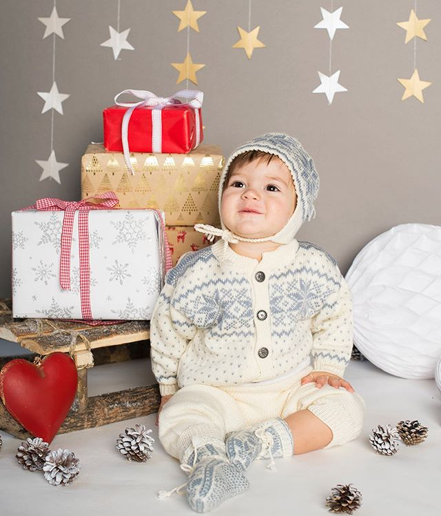 Christmas Mini Shoots booking now for November 22nd and 30th at my studio near Henfield, West Sussex. Only a few spaces left for the Saturday now!  Please see my website or message me for all the info.
