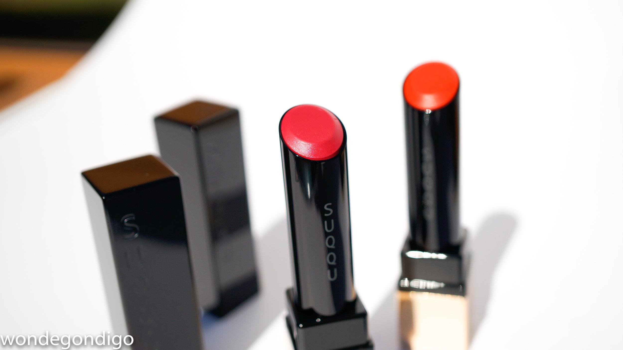 SUQQU Extra Glow Lipsticks (L) 104 Tsuyazakuro (R)105 Hamadaidai