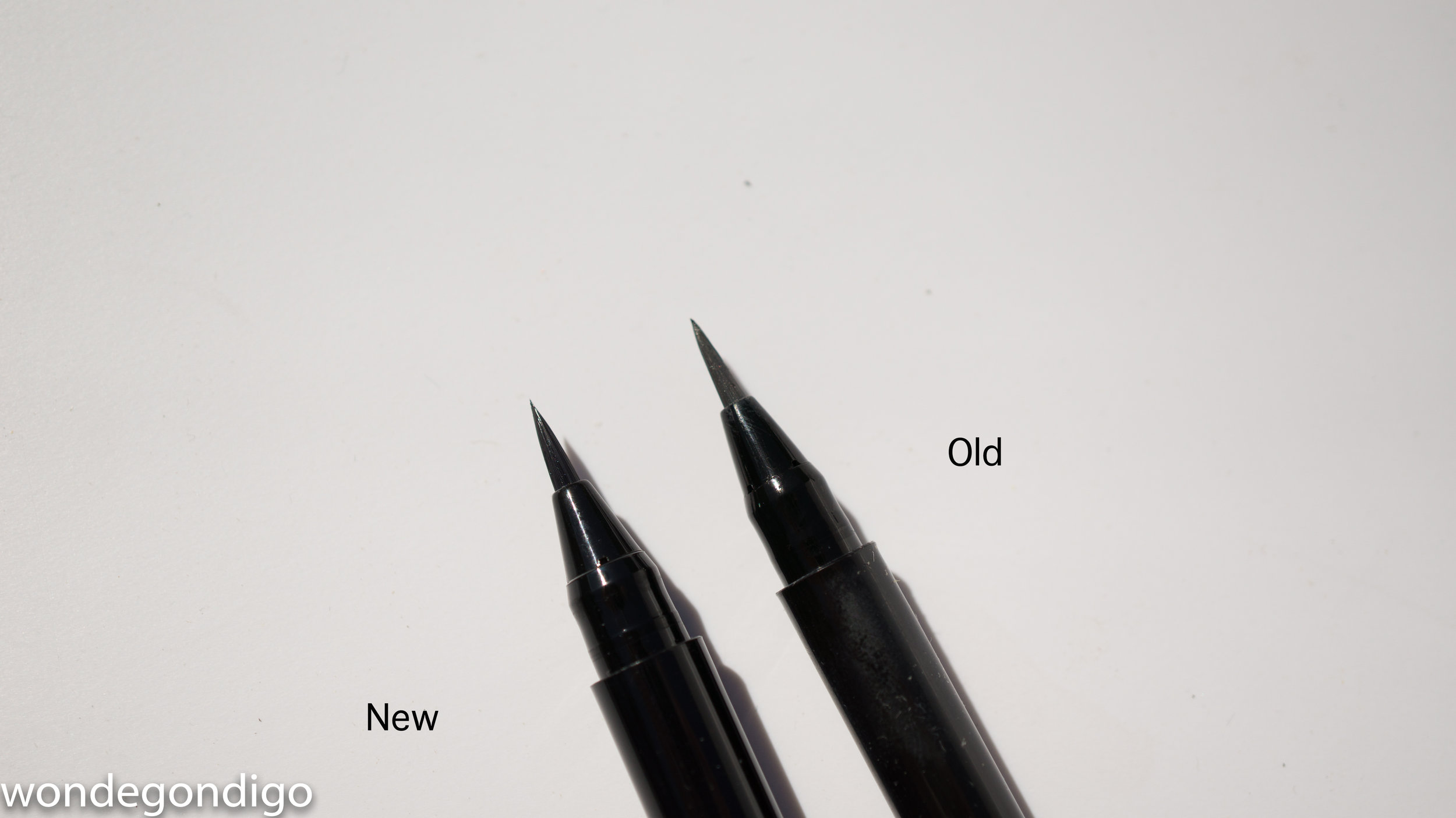 both are fine tipped brushes