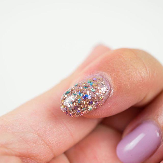 Like them glitter! #manicure #gelmanicure #gelnails #glitternails #lightelegance