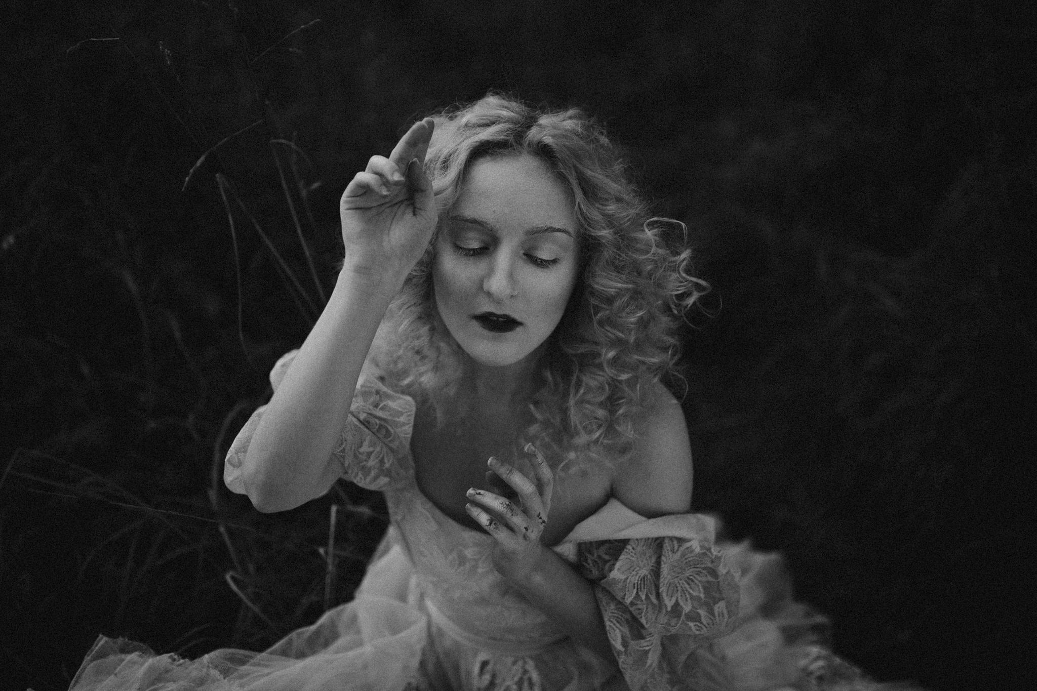 pale-witch-107fb.jpg