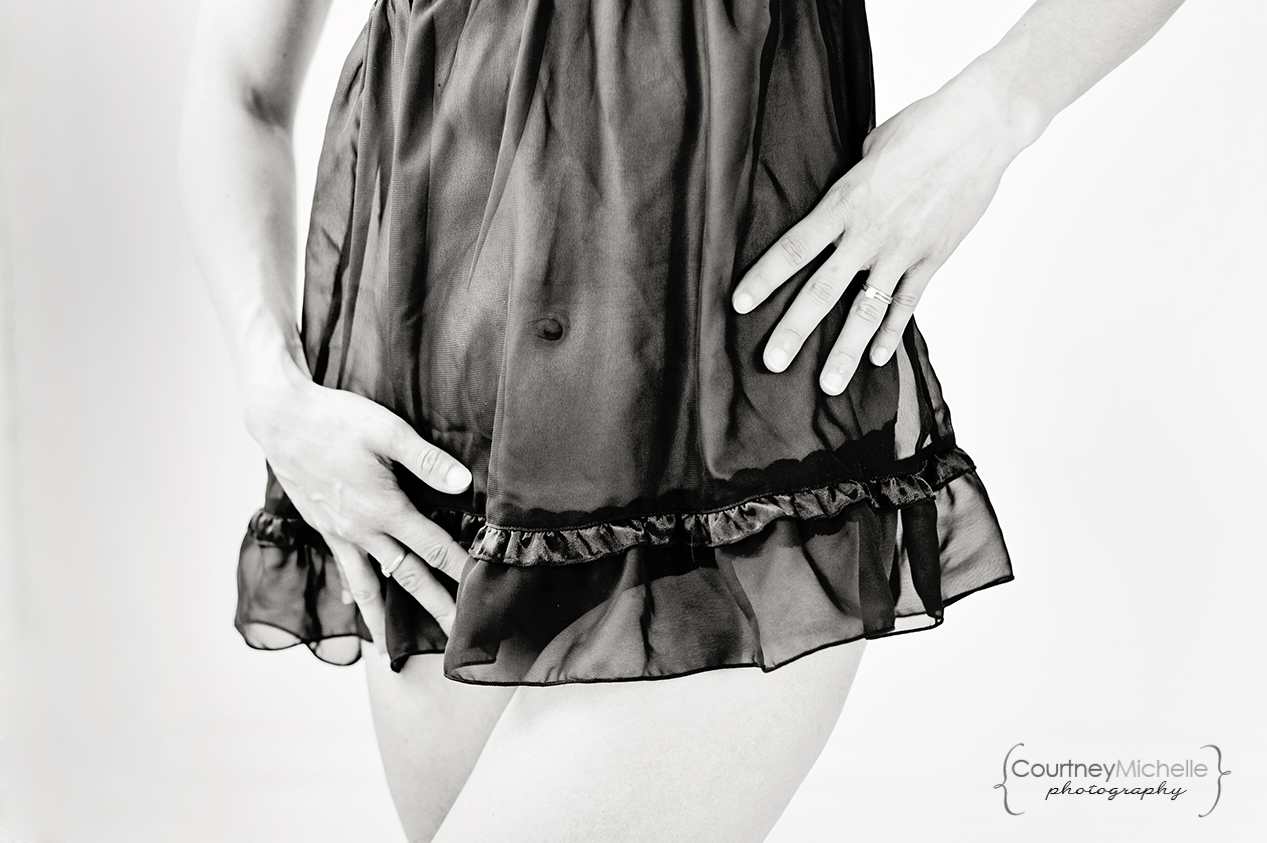 beautiful-woman-torso-close-up-chicago-boudoir-photography-by-courtney-laper.jpg