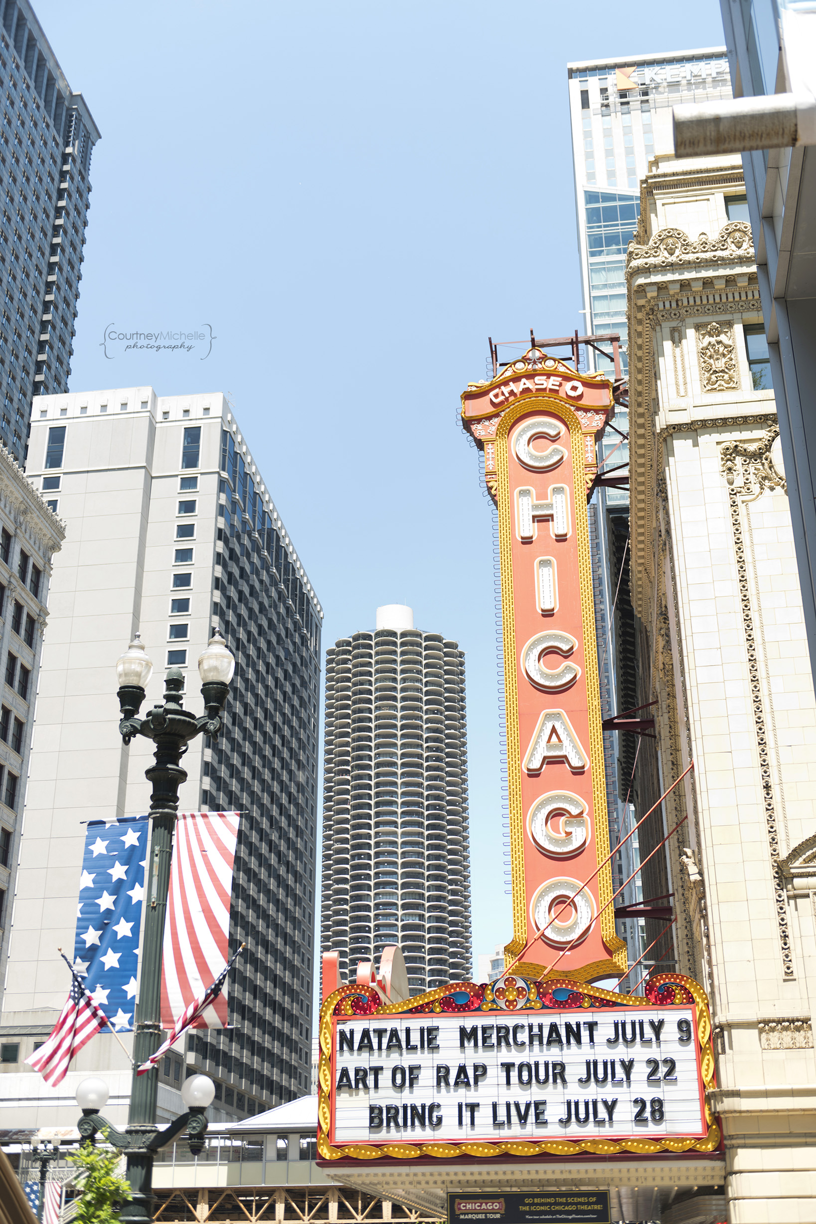 chicago_theatre_chicago_street_photography_courtney_laper_photography.jpg