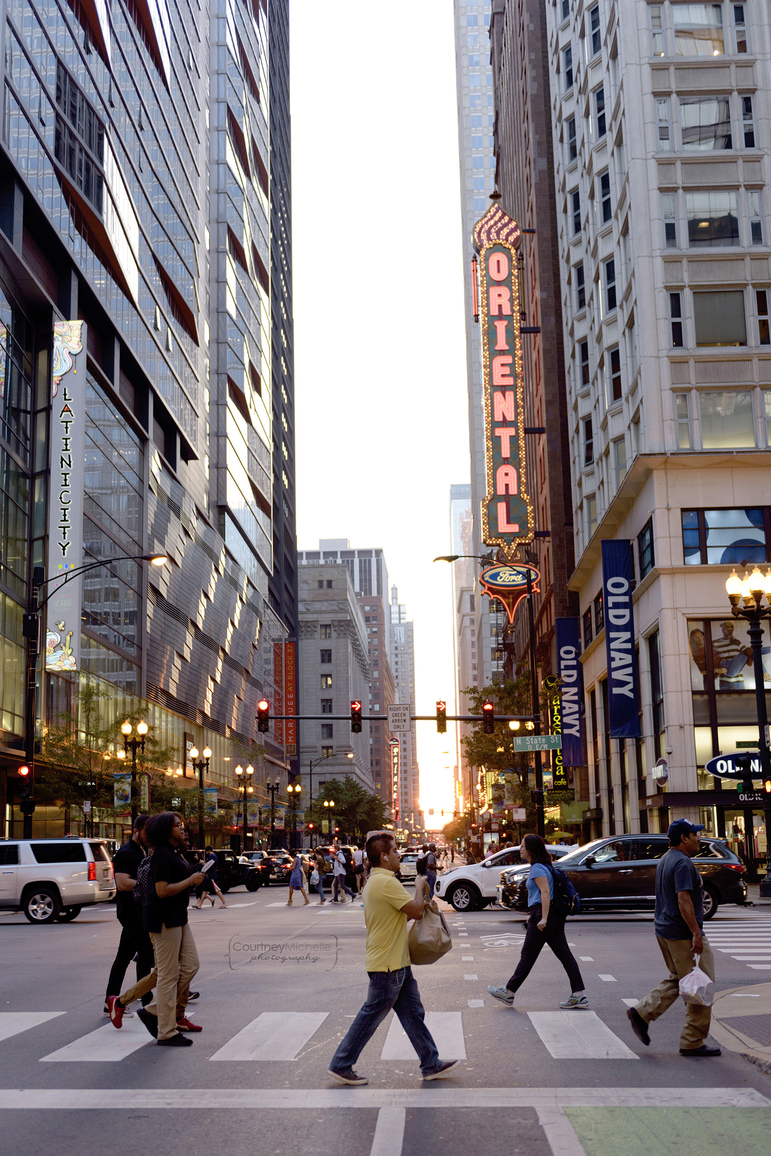 Chicagohenge_oriental_theater_state_street_people_walking_the loop_chicago_downtown_chicago_©COPYRIGHTCMP-7682.jpg