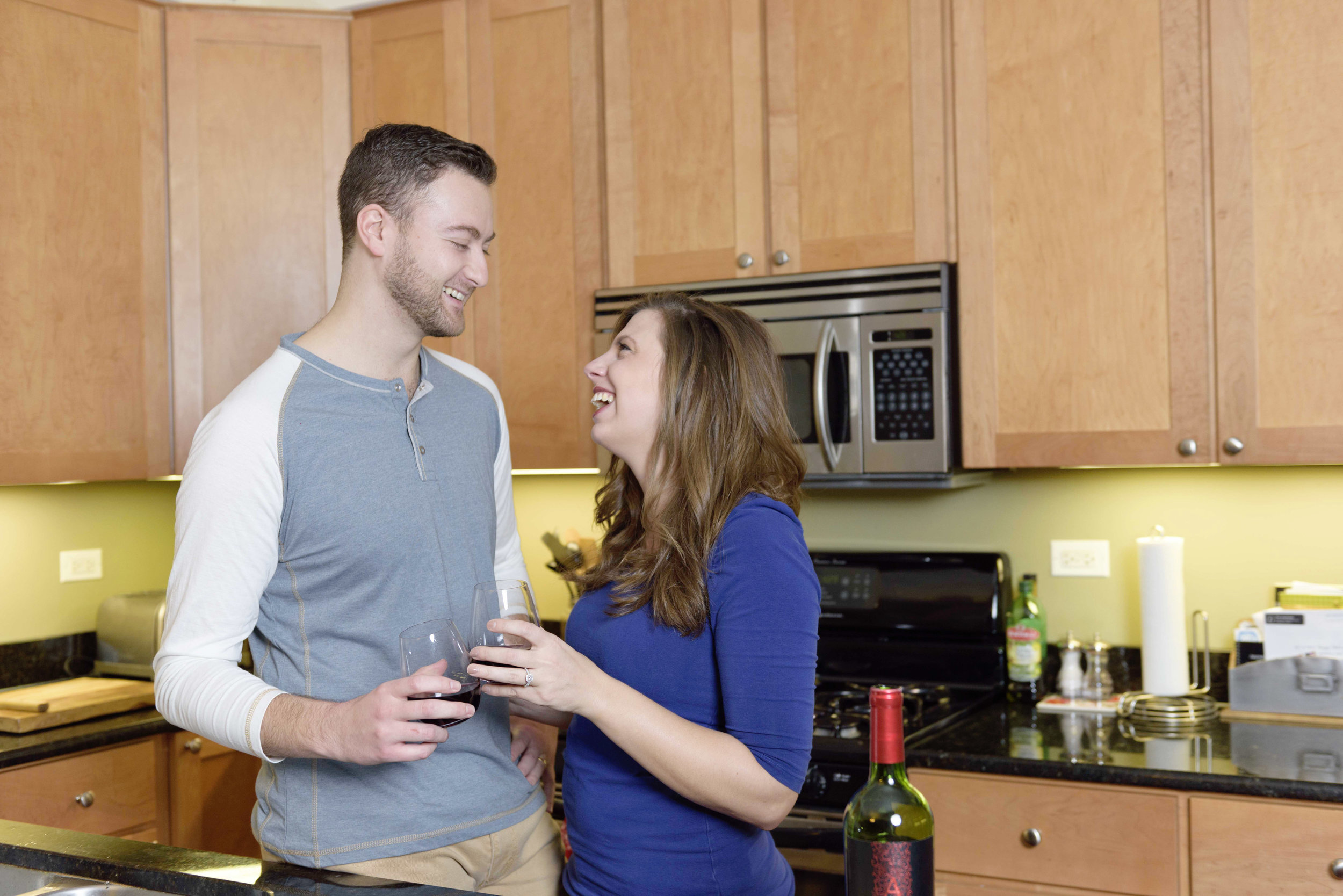 couple-drinking-wine-chicago_engagement_photographer_lifestyle_in-home
