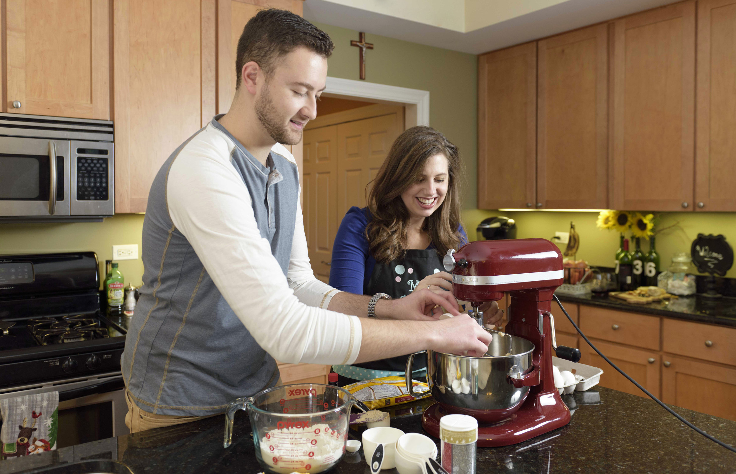 baking-cookies-chicago-engagement©COPYRIGHTCMP-0578.jpg