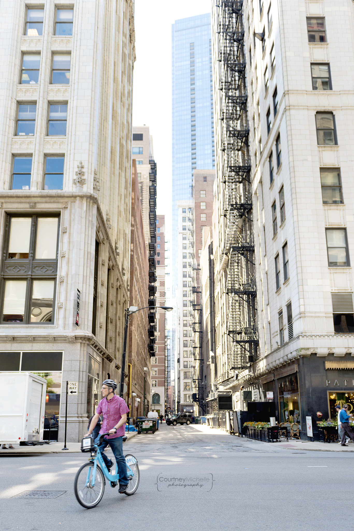 alley_chicago_street_photography_courtney_laper_photography.jpg