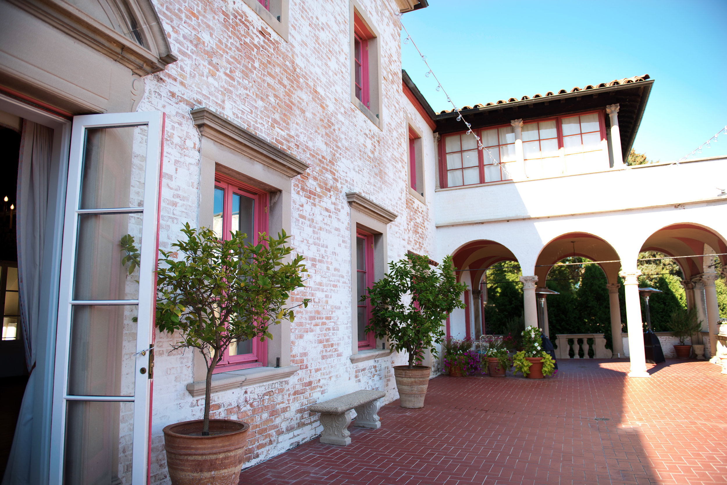 villa-terrace-patio-milwaukee-wisconsin-weddingIMG_8528.jpg