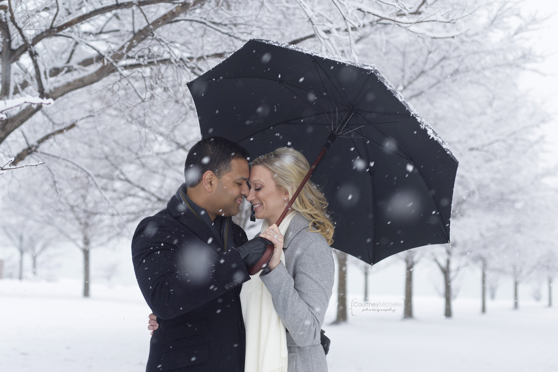 snowy-chicago-engagement-photography-museum-campus-umbrella-courtney-laper©COPYRIGHTCMP-3420.jpg