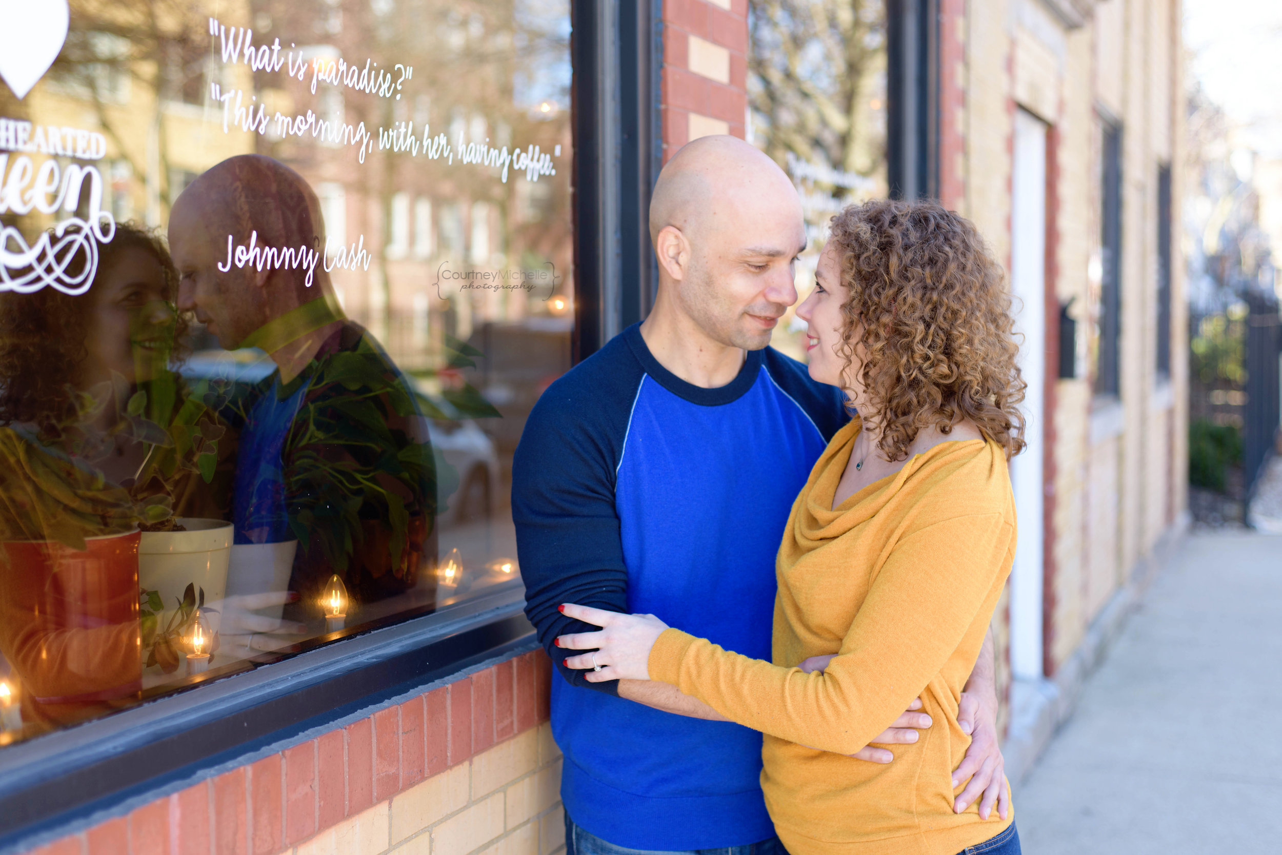 chicago-engagement-session-photography-courtney-laper-couple-snuggling©CourtneyMichellePhotography_DSC4932.jpg