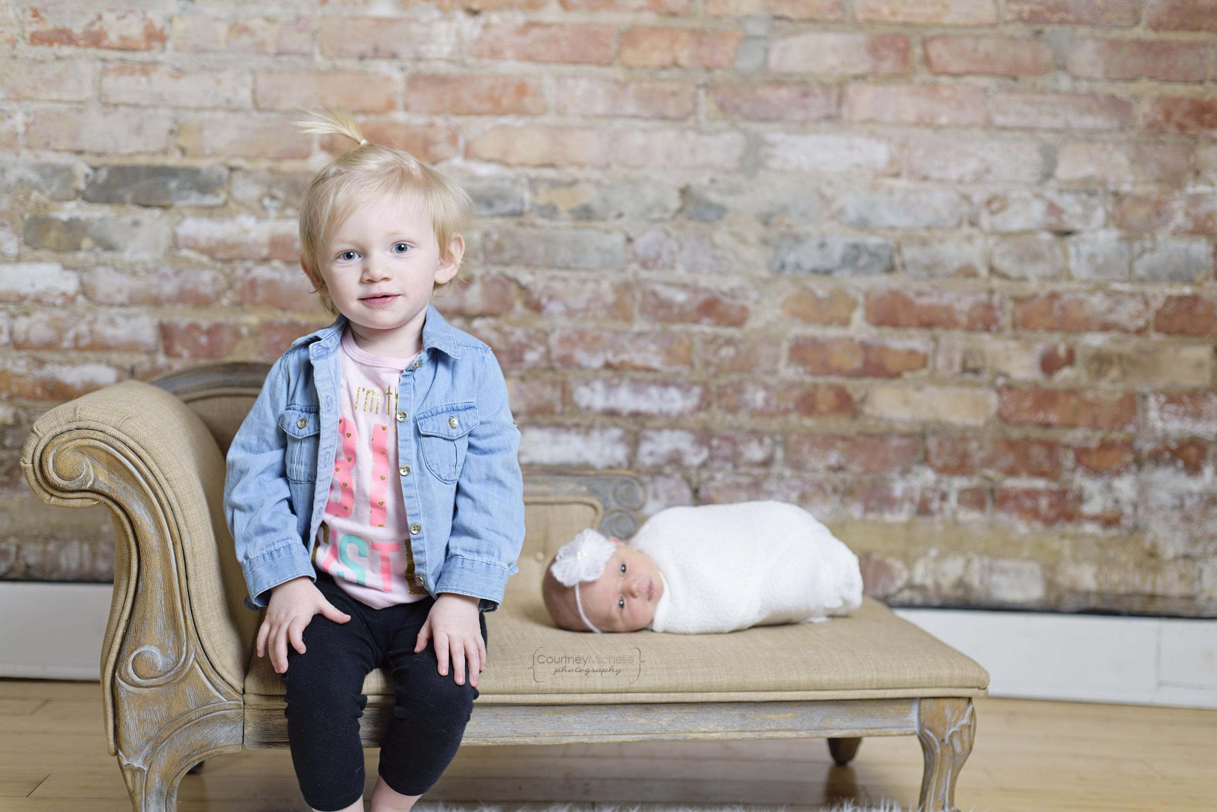 chicago-newborn-photographer-big-sister-and-baby©COPYRIGHTCMP-5143edit.jpg