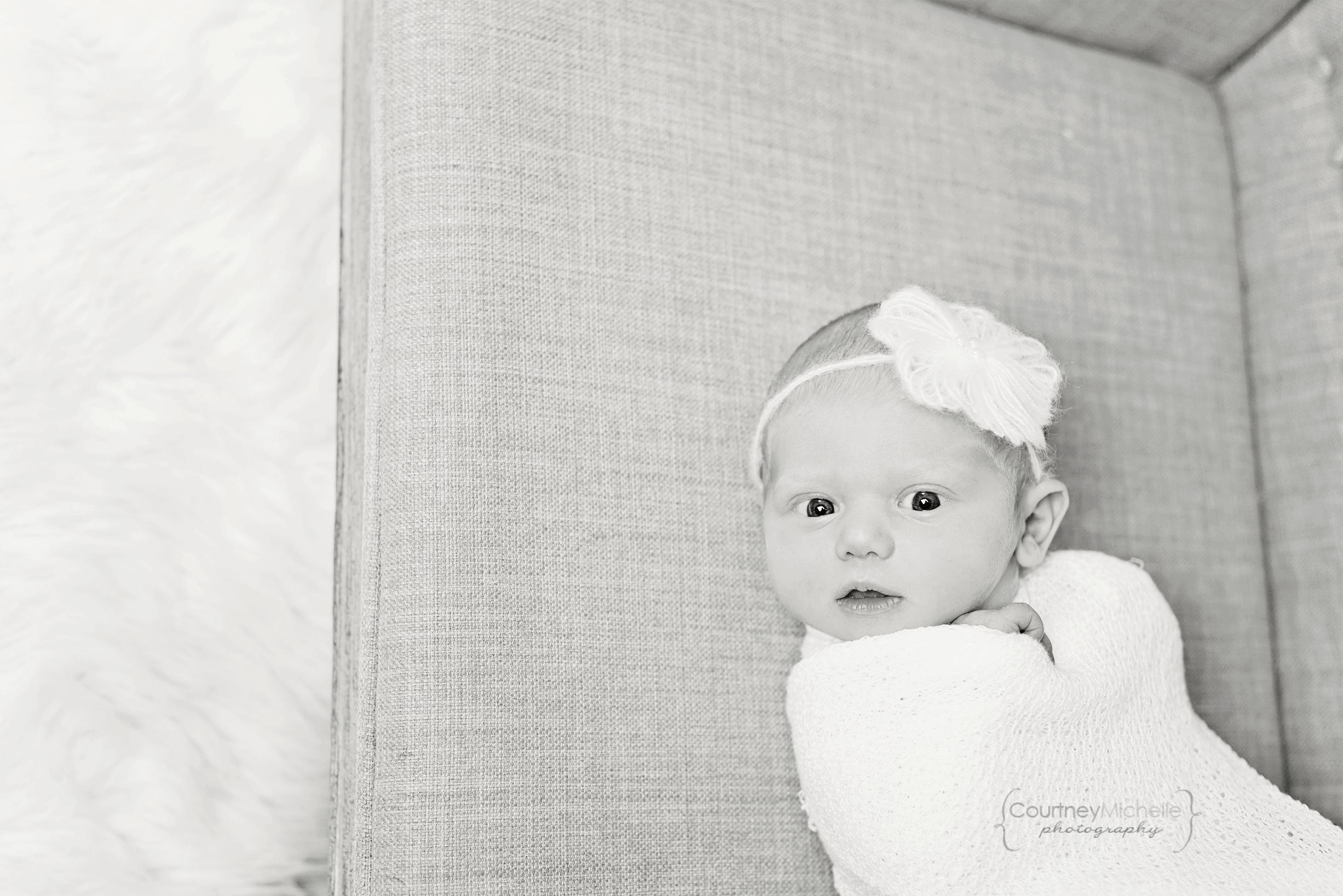 chicago-newborn-photographer©COPYRIGHTCMP-5164bw.jpg