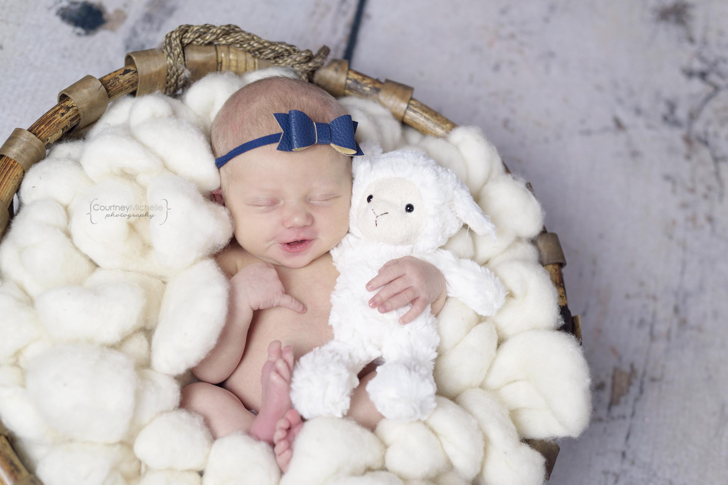 chicago-newborn-photographer©COPYRIGHTCMP-5235edit.jpg