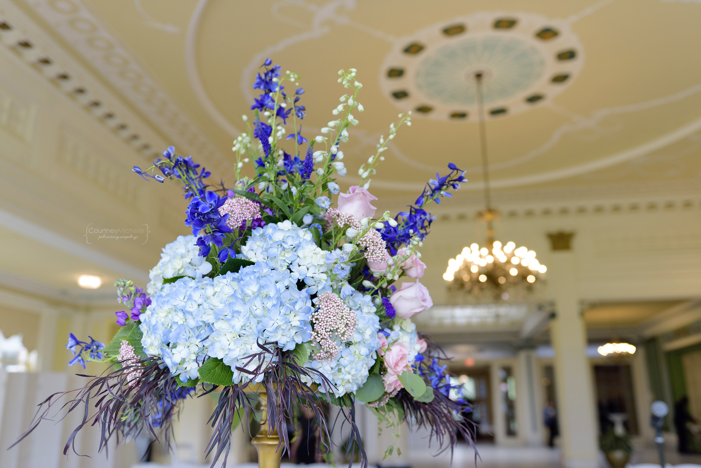 chicago-wedding-photographer-south-shore-cultural-center-floral-centerpiece