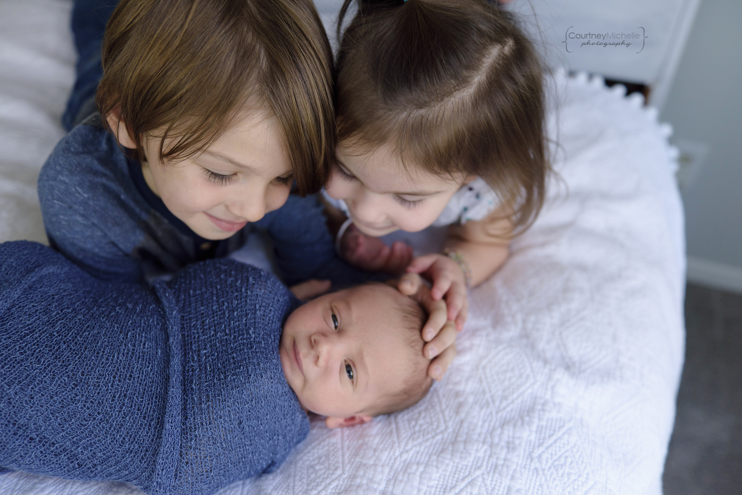 madison-newborn-photography-big-brother-and-big-sister-snuggling-with-baby©COPYRIGHTCMP-miller2018-5787edit.jpg