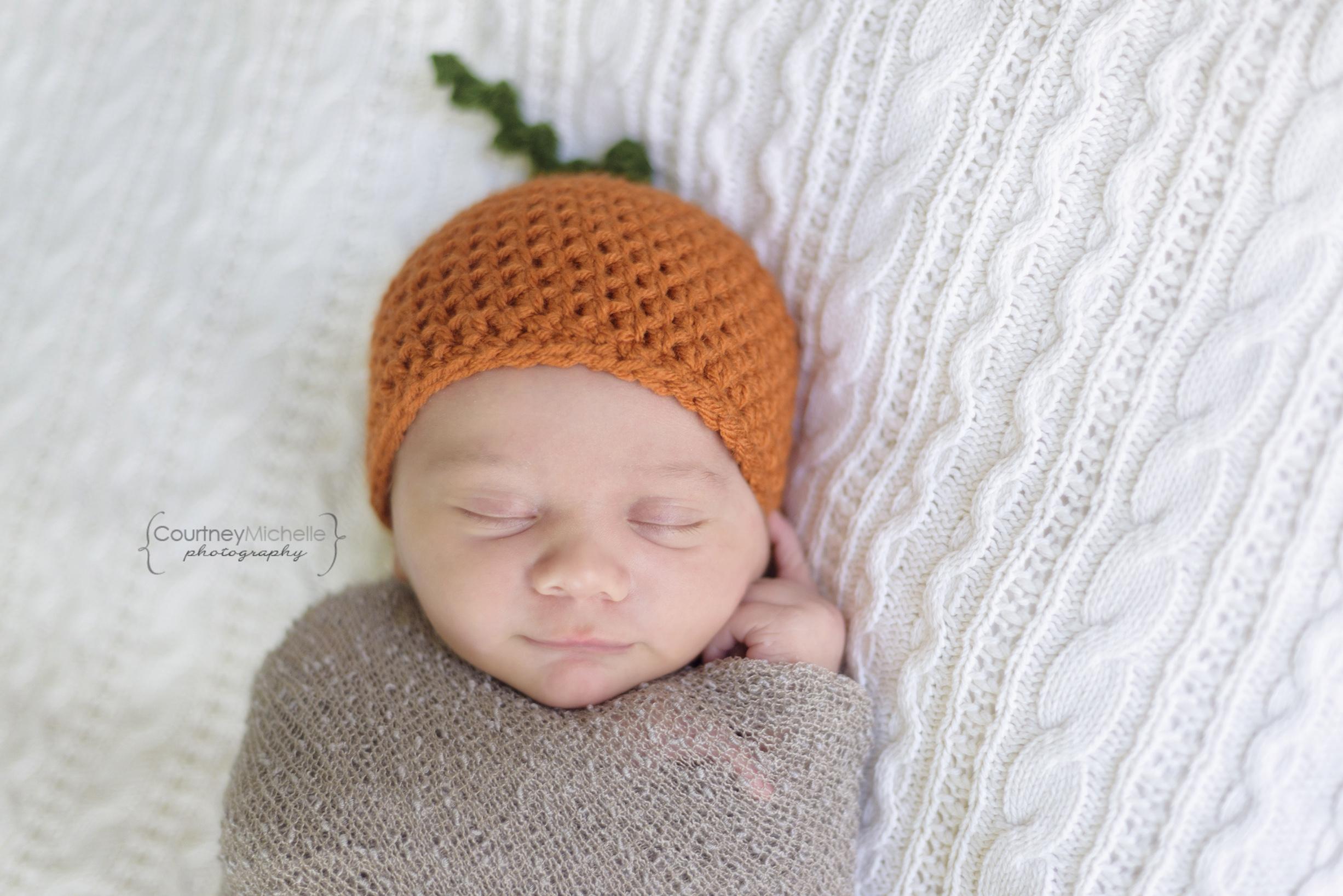 madison-newborn-photography-newborn-baby-in-pumpkin-hat©COPYRIGHTCMP-miller2018-5689edit.jpg
