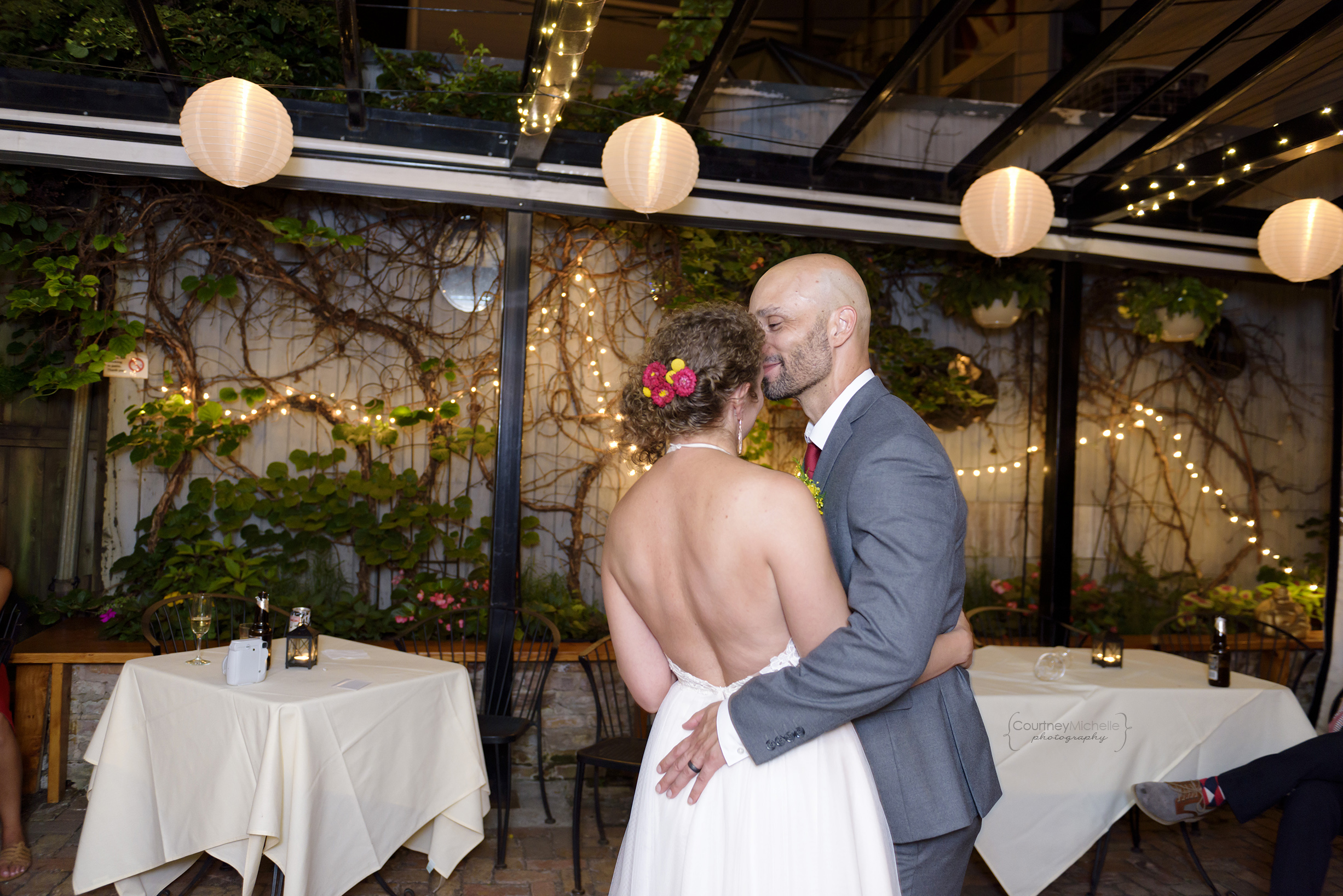 volo-chicago-patio-wedding-dance©COPYRIGHTCMP-_DSC5795edit.jpg