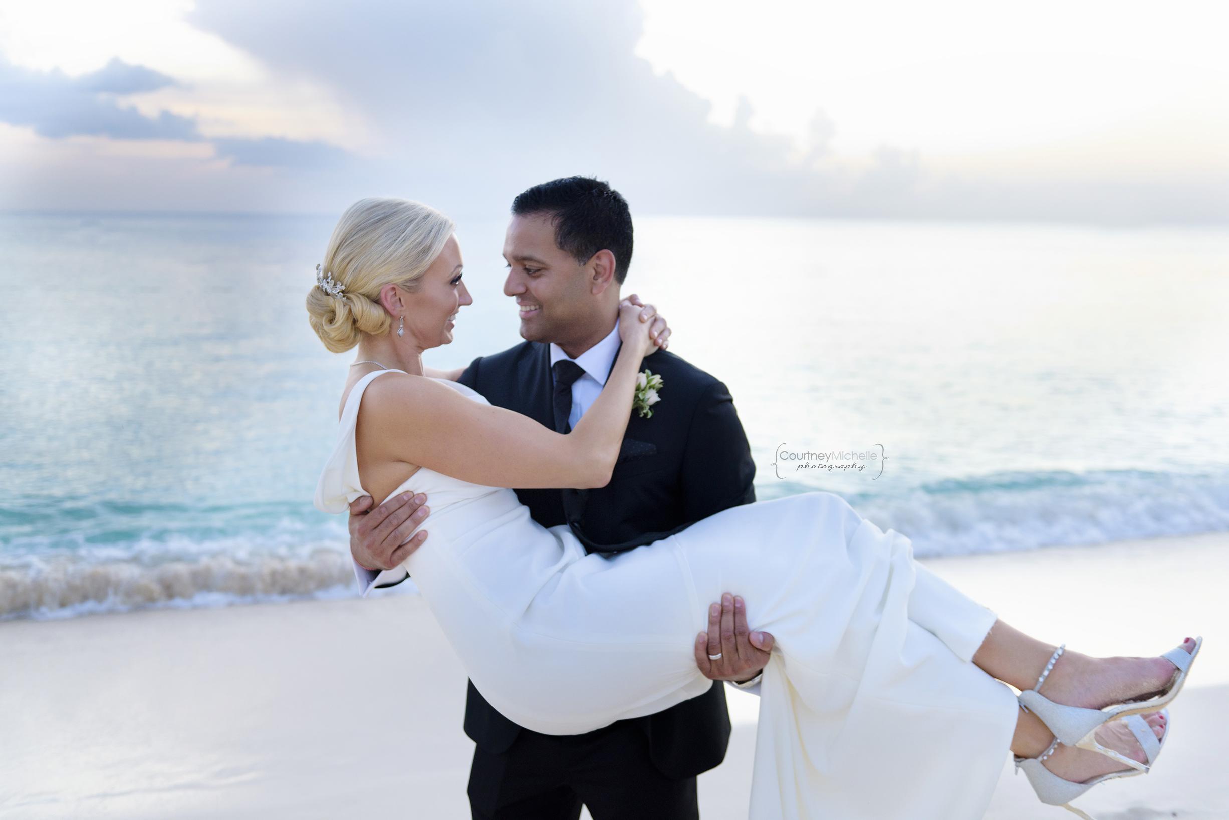 grand-cayman-wedding-ritz-carlton-courtney-laper-photography©COPYRIGHTCMP-8004.jpg