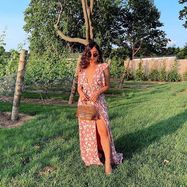 Where this is sun and rosé, there is me 🥂🥂 Dress: @boohoo #myboohoostyle Bag: @amazonfashion