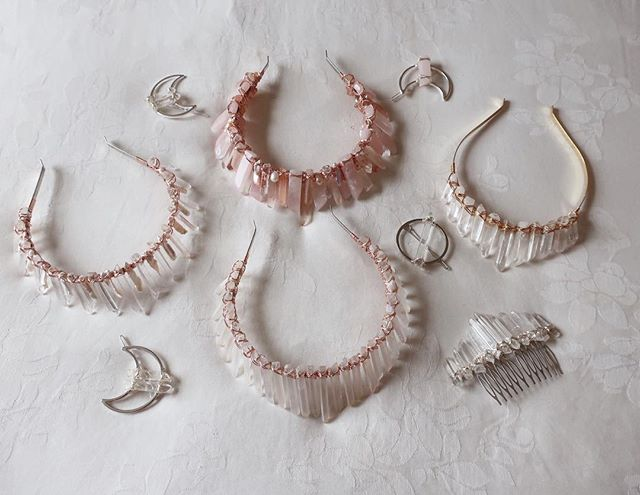 Clockwise from the left, Helena with Rose Gold Wiring, The Oceania 'Blush' in Rose Gold Wiring, Gold Wired Short Tiara, Silver Gradient style Astra Comb and a Solis Crown with Rose Gold Wiring. Plus a few scattered Luna Clips! 🌙 ✨ All handmade and charged by the moon & white sage smoke to enhance their metaphysical energies Xx Natasha
