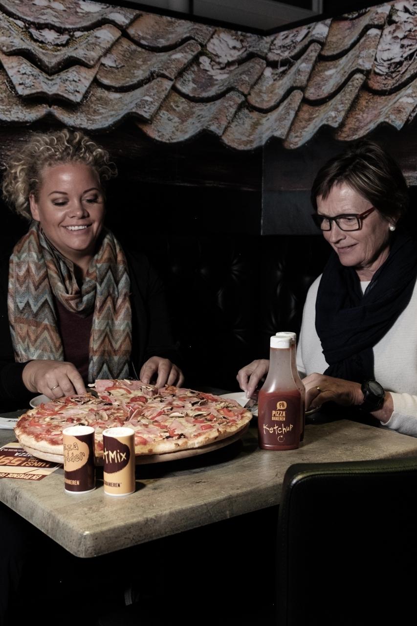 Pizzabakeren - Vi tilbyr pizza hos oss, utkjørt hjem eller til arbeidsplass og henting hver dag frem til jul! Kanskje en pizza på jobben eller en samling før jul hadde vært på sin plass?22. desember: 14.00–22.00.23. desember: 14.00–22.00.24. desember: Stengt.25. desember: 16.00–21.00.26. desember: 14.00–21.00.27. desember: 14.00–21.00.28. desember: 11.00–21.00.29. desember: 14.00–22.00.30. desember: 14.00–22.00.31. desember: Stengt.