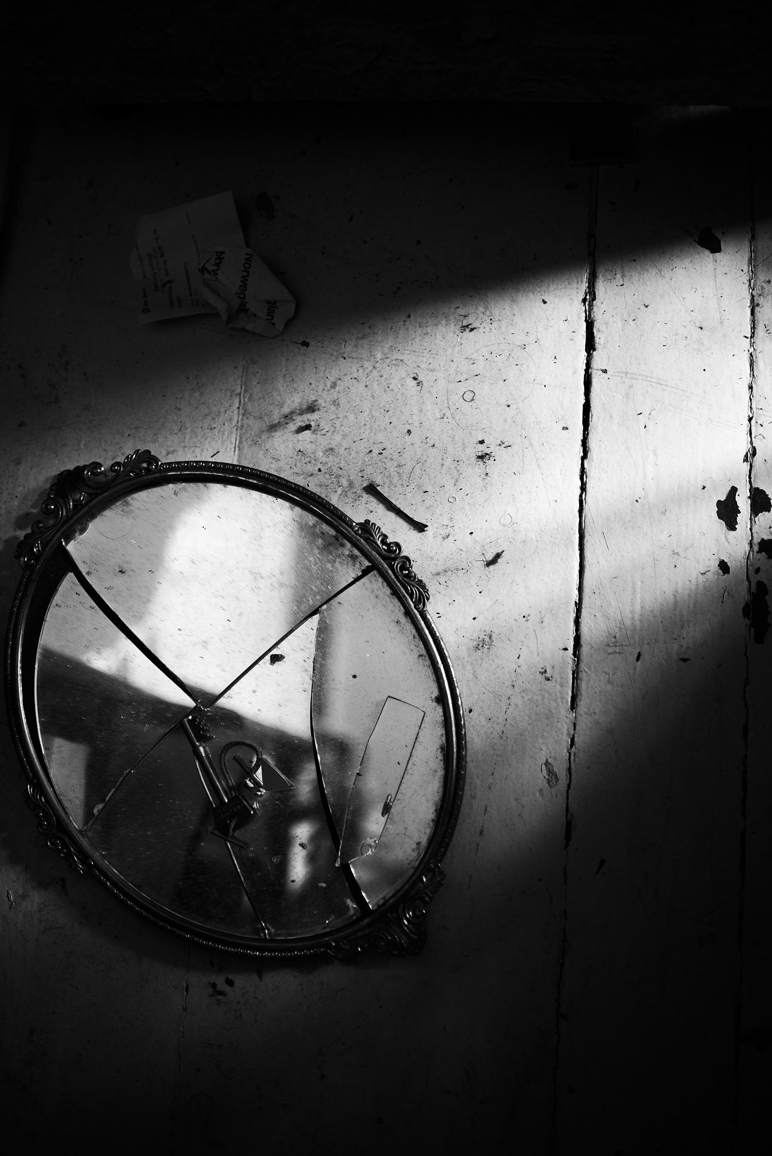 Broken mirror, Berlin, 2016