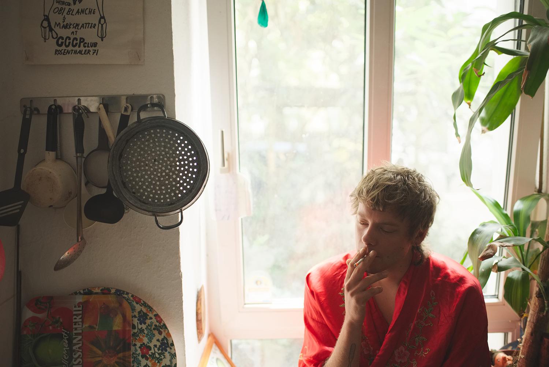 Per smoking in his kitchen, Berlin, 2016