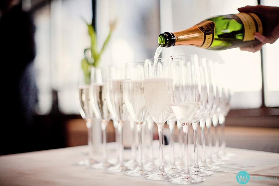 bryllup-vin-champagne-glass-ekebergrestauranten-oslo.jpg