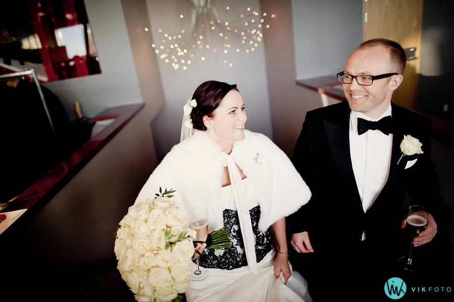 ekebergrestauranten-brudepar-bryllup-naturlig-lys-fotograf.jpg
