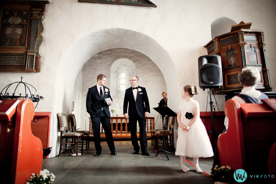 vielse-lorenskog-kirke-bryllupsfotograf-bryllup-oslo.jpg