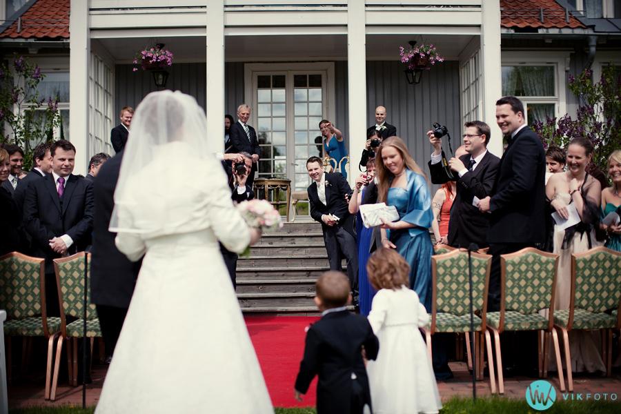 017-seremoni-utendørs-bryllup-losby-gods.jpg
