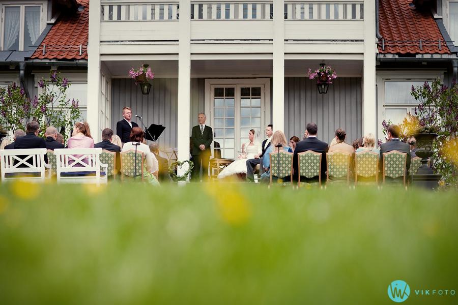 018-losby-gods-bryllup-vielse-utendørs.jpg
